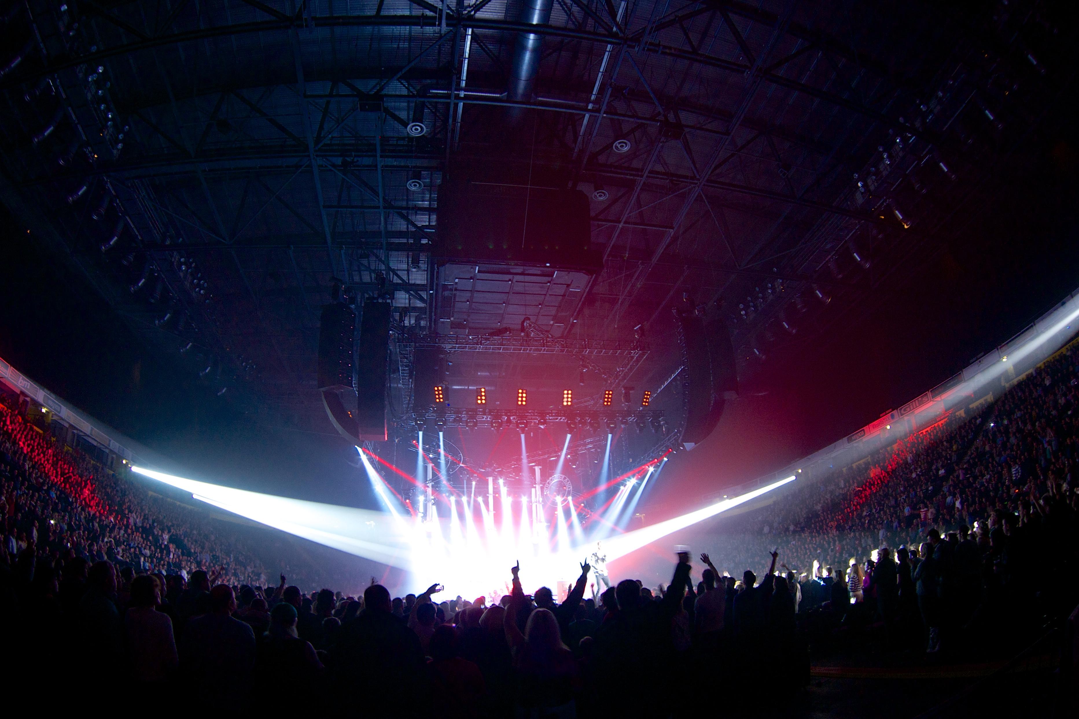 Manchester_Arena_concert,_November_2012.jpg